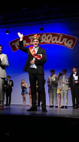 Students celebrate Mr. Bellaire victory