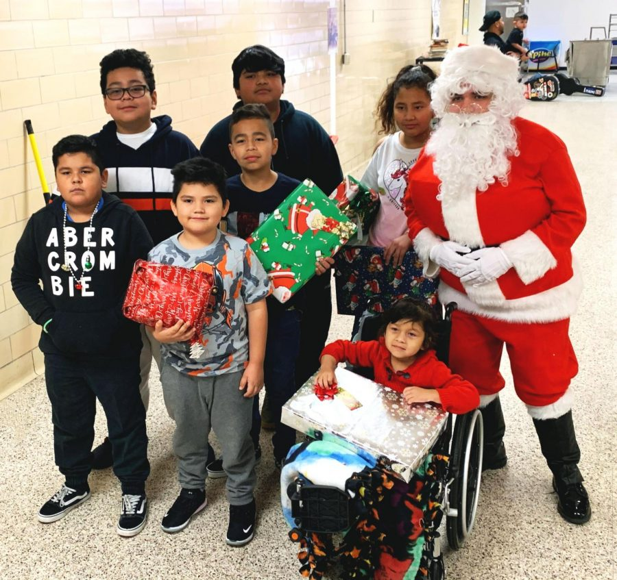 Texas+Children%E2%80%99s+hospital+patients%2C+ranging+in+age+from+5-11+years+old%2C+visit+Bellaire+High+School+for+fun+games+and+gift+distribution+last+year+for+Project+Santa+2019.+Each+child+went+home+with+a+gift+presented+to+them+by+the+school+based+on+wishlists+the+kids+submitted+in+advance.+