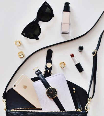 Jewelry, makeup, and purses can be used as extra accessories for a bold new look.