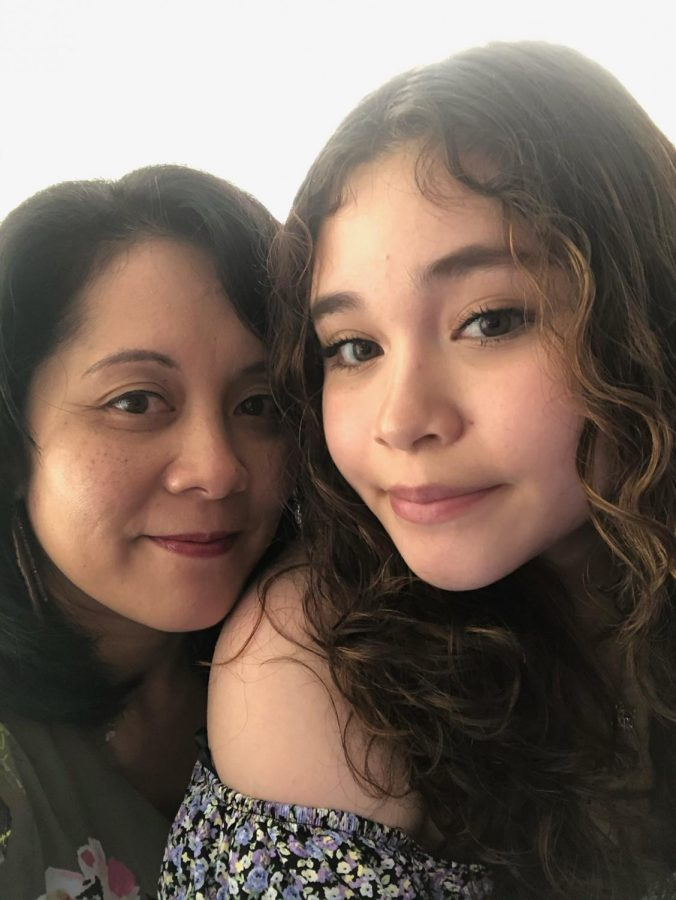 Junior Jasmine Zelaya appreciates her mom, Jennifer, for the continuous support she gives her. Both enjoy spending quality time with one another over dinner.