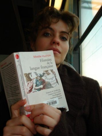Annilee Newton reads about the history of the French language while traveling on the tram from La Source to Orléans Centre Ville.